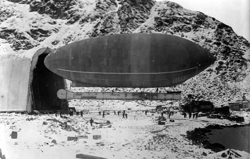 The America dirigible at Spitzbergen, with its hangar circa 1906 or 1907.